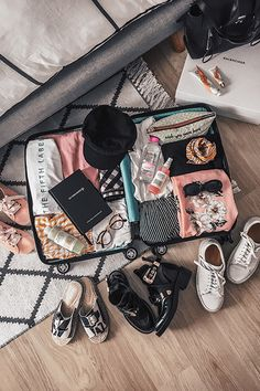 the most effective method to choose the best suitcase for your luggage Suitcase Packing, Travel Packing, Travel Bag, Vacation Packing, Paris Travel, Travel Europe, India Travel, Travel Hacks, Travel Goals