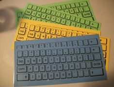 Freebie keyboards for students to practice typing words during Daily 5 Word Work! With the fast pace of tech changes, you might even find that your district has a warehouse with some old discarded keyboards that they'll give to you. Teaching Technology, Teaching Tools, Teaching Computers, Teaching Ideas, Teaching Phonics, Kindergarten Literacy, Literacy Activities, Word Work Activities, Spelling Activities