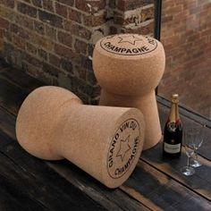 Sgabello tappo di sughero gigante. Perfetto per dare un tocco originale all'arredamento della tua casa e per tutti gli amanti del buon bere.
