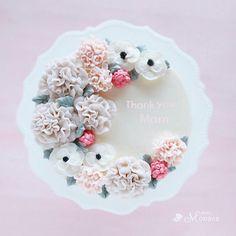 母の日にはフラワーケーキがオススメです❤︎ 5月11日(木)12日(金)でレッスンします! 大人色のカーネーションを絞ります❤︎ よろしくお願いします ︎ #母の日 #母の日プレゼント #カーネーション #カーネーションケーキ #フラワーケーキ #フラワーケーキレッスン #フラワーケーキ福岡 #flower #flowercake #buttercream #buttercreamcake #フラワーケーキ #お花ケーキ #バタークリーム #フラワーケーキリアルカラー #photomonaca #新春ケーキ #フォトモナカ #入手困難 #韓国からお取り寄せ