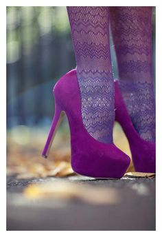 ok, i am not a fan of high heels, but these look pretty. not that i would wear them, though
