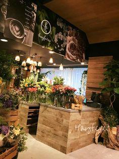 New flowers design shop interiors florists Ideas Flower Shop Decor, Flower Shop Design, Florist Shop Interior, Shop Interior Design, Design Shop, Flower Shop Interiors, Flower Boutique, Flower Studio, Flower Market