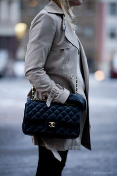 Spring style #trenchcoat #chanel #blogger #framecollections