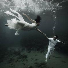 Beautiful underwater wedding photo.    http://abuggedlife.com/2012/06/24/underwater-prenup-photo-shoot/