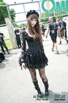 Nice straight-up #Goth girl look