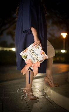 Gorgeous Graduation Picture ideas for Photography Graduation is conducted Friday in an official ceremony, attended by loved ones and friends. Graduation is an important life event for those students a… Nursing Graduation Pictures, Graduation Images, College Senior Pictures, Graduation Picture Poses, College Graduation Pictures, Nursing School Graduation, Graduation Portraits, Graduation Cap Designs, Graduation Photography