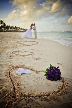 Great idea for a beach wedding photo.  Love the purple bouquet.  Found on topdreamer.com