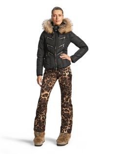 Down Jacket Mila-D: Make a statement in the winter fashion world with this exclusive rose-embroidered, Swarovski crystal encrusted down jacket! Ski Fashion, Daily Fashion, Winter Fashion, Swarovski Outlet, Apres Ski Outfits, Fashion Essentials, Style Essentials, Ski Bunnies, Snowboarding Style