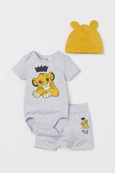 Jersey Set - Gray melange/The Lion King - Kids Disney Shirts For Family, Shirts For Teens, Newborn Outfits, Baby Boy Outfits, Newborn Clothing, Boy Clothing, Lion King Baby, Body Suit With Shorts, Le Roi Lion