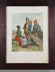 To menn og en kvinne i drakter fra Sunnfjord.