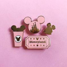 Disneyland Castle, Disneyland Pins, Cute Disney, Disney Style, Disney Magic, Disney Art, Disney Jasmine, Broches Disney, Disney Pin Trading