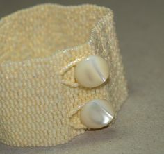 Ivory Band ... Beadwoven Bracelet . Peyote Cuff . by time2cre8