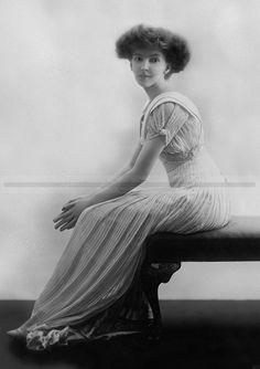 Anita Stewart, 1910 - beautiful - what a hairstyle