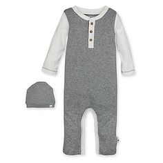 This adorable Organic Cotton Henley Coverall and Hat Set from Burt's Bees Baby is a cozy duo for your little bee. The footless coverall is heather grey with Ivory sleeves and a button placket. An ivory hat completes the look.