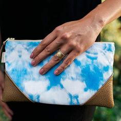 Clutches are a small obsession of mine-- especially these shibori designs from @sandyfeethawaii!😍😍