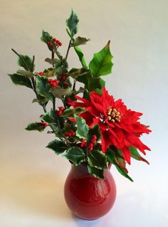 Sugar poinsettia and holly leaves - Cake by Antonio Balbuena