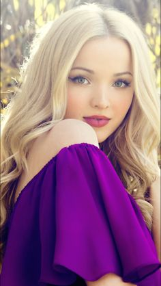 Dove Cameron (born Chloe Celeste Hosterman, January is an American actress and singer. Dov Cameron, Dove Cameron Style, Photographie Portrait Inspiration, Most Beautiful, Beautiful Women, Illustration Mode, Beautiful Celebrities, Supergirl, Pretty Face