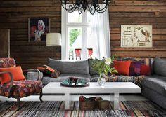 The log wall creates a warm atmosphere We got home Interior Decorating, Interior Design, Cottage Design, Scandinavian Home, Log Homes, Rustic Decor, Living Room Decor, Outdoor Furniture Sets, Inspiration