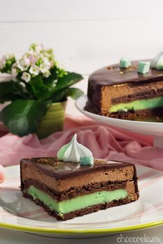 Tarta de chocolate y menta; Chocolate mousse and peppermint cake Menta Chocolate, Peppermint Cake, Butter Mints, Cheesecake, Sweet Corner, Sweets Cake, Food And Drink, Baking, Ethnic Recipes