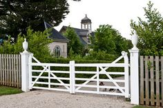 LOVE this gate entrance!  <3 Works with the tall picket fence