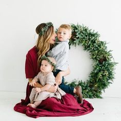 The Most Adorable Holiday Family Photos Ever Tis the season of fridges filled with joyful Christmas cards and holiday fun - so what better time to plan. Xmas Photos, Family Christmas Pictures, Winter Photos, Family Holiday, Christmas Family Photography, Holiday Photography, Christmas Photo Shoot, Family Pictures, Christmas Photoshoot Ideas
