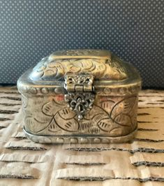 Vintage Silver Plated Jewelry dish with lid Hearts and Paisley Design Burgundy Cloth Lining Women/'s Accessories Trinket Dish
