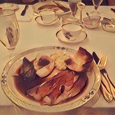 ステーキ❤️ #japan#tokyo#travel#旅#旅行#観光#meat#meal#肉#steak#ステーキ##パン#東京#lunch#ランチ#クリスマス#西麻布#prisma#art #芸術