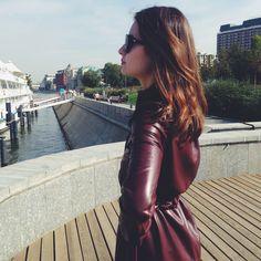 Бордовый горизонт...бордовое бордо в бокале. Кожаное платье Lisetskaya, размеры 42-44, еще цвета - чернильный и черный. Мы в whatsapp&mob +7 965 280 26 43