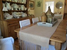 DIY Hand Knotted Fringe Burlap Table Runner at http://antiquechase.blogspot.com/2012/04/hand-knotted-burlap-table-runner-diy.html