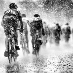 This great photo by @jeredgruber of stage 15 of the Tour de France sprung to mind after seeing a weather report of 30-40mm of rain for Vancouver on Saturday . Check out his page for great inspiration even in the rain! Please #cyclelikeagirl to share your stories and follow @cyclelikeagirl to promote women's cycling together. #jeredgruber #ttdf #rapha #raphawomen #btte #braverthantheelements #womenscycling #prowomenscycling #prowomen #procycling #cycling #elitecyclist #roadbike #rain…
