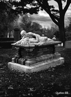 Lovers statuary in a graveyard