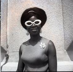 manufactoriel:  J.D. OKHAI OJEIKERE Miss Yinka Irele, 1969 - Tirage argentique baryté