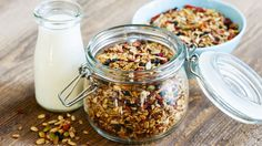 Start the morning off right with this frugal toasted muesli recipe. Homemade muesli is healthier than store bought cereals and you can customise it to suit. Healthy Microwave Meals, Microwave Recipes, Healthy Snacks, Healthy Eating, Healthy Cereal, Best Granola, Vegan Granola, Diet Recipes, Healthy Recipes