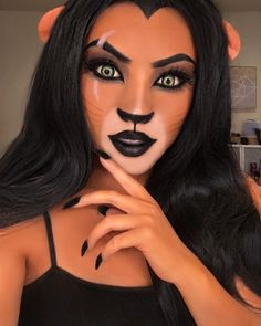 Spooky season is here and there are many beautiful Halloween makeup looks to make you look scarily gorgeous. Here are the sexy Halloween beauty ideas. Beautiful Halloween Makeup, Disney Halloween Makeup, Disney Makeup, Disney Character Makeup, Disney Villains Makeup, Disney Inspired Makeup, Disney Princess Makeup, Makeup Clown, Comic Makeup