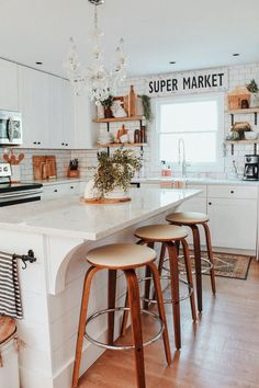 Top Home Design 80 Dream Kitchen Models That Look Luxurious For Your Kitchen Decoration Inspiration 16 Classic Kitchen, Interior Minimalista, Updated Kitchen, Kitchen Updates, Farmhouse Homes, Farmhouse Decor, Modern Farmhouse, Farmhouse Design, Modern Rustic