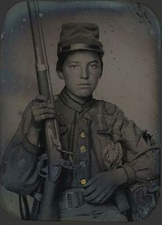 civil war Military soldier With Rifle tintype American Civil War, American History, Carolina Do Sul, Southern Heritage, Southern Pride, Confederate States Of America, Naval, War Photography, Civil War Photos