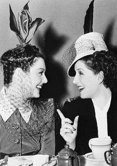 Rosalind Russell and Norma Shearer dining in the MGM canteen during the filming of The Women, 1939 {victorianalexandratitanic}