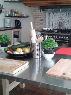 Mooie werktafels in de Keuken van Yvette