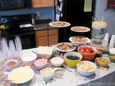 Fruit, yogurt, granola,mmmmm what's not to like about Yogurt Breakfast Parfaits...!?
