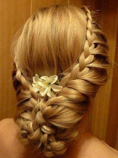 Beautiful Old Victorian hairstyle