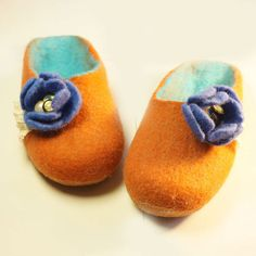 Felted wool slippers, Home shoes, felt slippers, wool slippers -  Violets - pinned by pin4etsy.com
