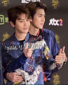 The way maknae's hand placed on Hyung's waist. Sebaek ❤️ Hunbaek