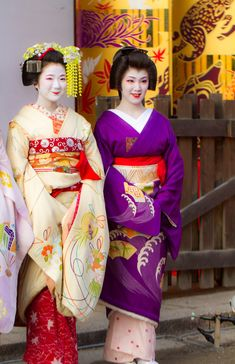 March 2015′s open air tea ceremony with maiko Hinayuu and geiko Tsunemomo (SOURCE)