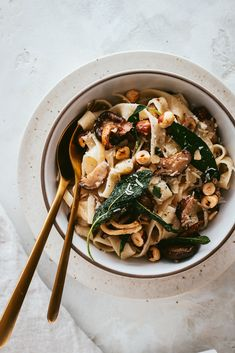 Vegetarian Tagliatelle with wild mushrooms sautéed in sage butter and finished with chopped toasted hazelnuts. And elegant pasta dinner perfect for fall and winter Pasta Recipes, Keto Recipes, Vegetarian Recipes, Dinner Recipes, Healthy Recipes, Chicken Recipes, Xmas Recipes, Icing Recipes, Zoodle Recipes