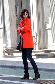 Dakota Johnson in 'How to be Single' - COAT (straight cut, small collar & bright colour)