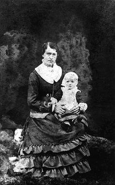 Nanny Forsgren, född Hellgren, dotter till länsman P A Hellgren gift med Moses Forsgren. Dottern Theresia som emigrerade till Amerika i börj... Family Roots, Family Genealogy, Gift, Painting, America, Painting Art, Paintings, Painted Canvas, Gifts