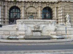 Fontana del Palazzo di Giustizia