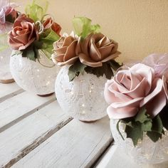 Christmas Crafts, Christmas Decorations, Xmas, Christmas Ornaments, Cold Porcelain Flowers, Diy Door, Paper Roses, Diy Flowers, Centerpieces