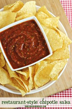 Restaurant-Style Chipotle Salsa -- with 5 minutes or less, you can make this spicy & smoky homemade salsa!