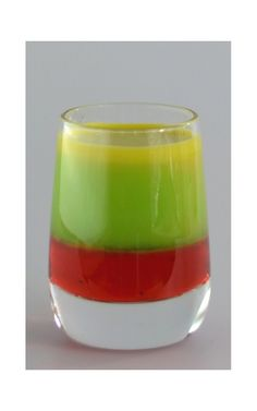 USAIN BOLT SHOOTER This pretty shooter is based on the traditional rasta colour. Nice looking: nice flavours. Bob Marley Drink, Shooter Drink, Alcoholic Drinks, Cocktails, Rasta Colors, Usain Bolt, Mixed Drinks, Food Pictures, Ethnic Recipes